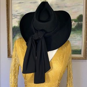 Bailey Boho Like New Wool Cowboy Hat W/Black Bow